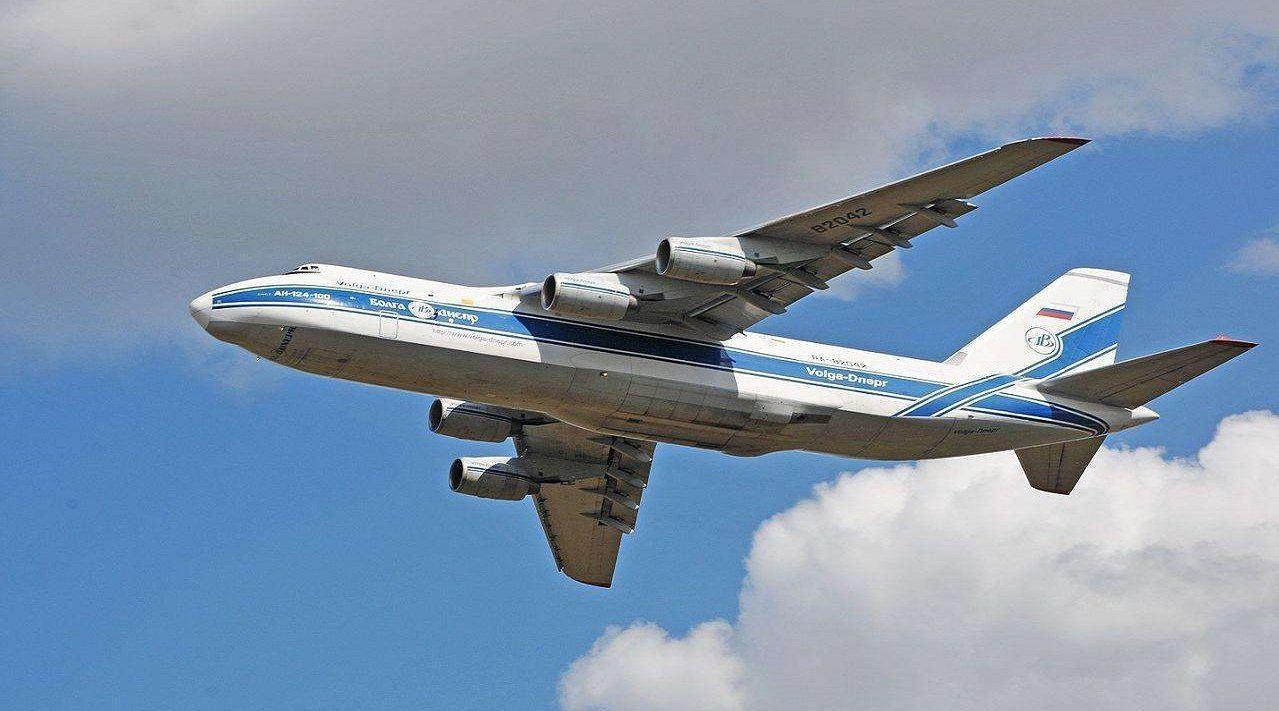 变成废铁也不卖中国,俄飞机坟场突然曝光,大批国宝飞机随地乱放