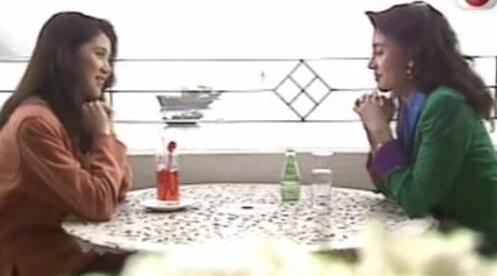袁咏仪和李嘉欣两位港姐冠军聊扮靓心得……