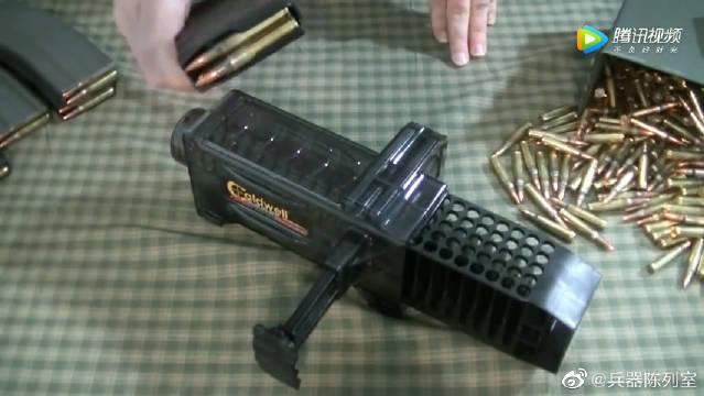 AR-15弹匣供弹器高效率供弹,老外就是不缺省事的装备……