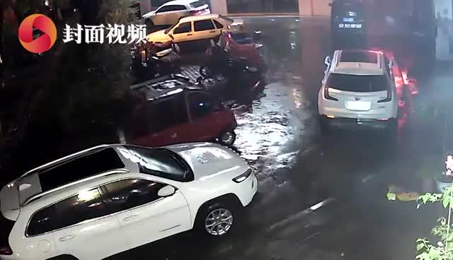 老年代步车夜晚肇事 逃逸途中又多次违规险酿车祸