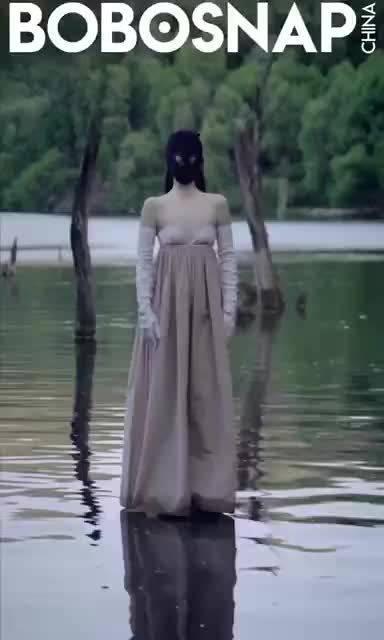 万物生·曦光主题动态封面曝光,戚哥@戚薇 头戴黑色面罩……