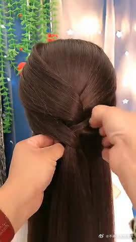 今天的发型看起来特别温柔,有种淑女范……