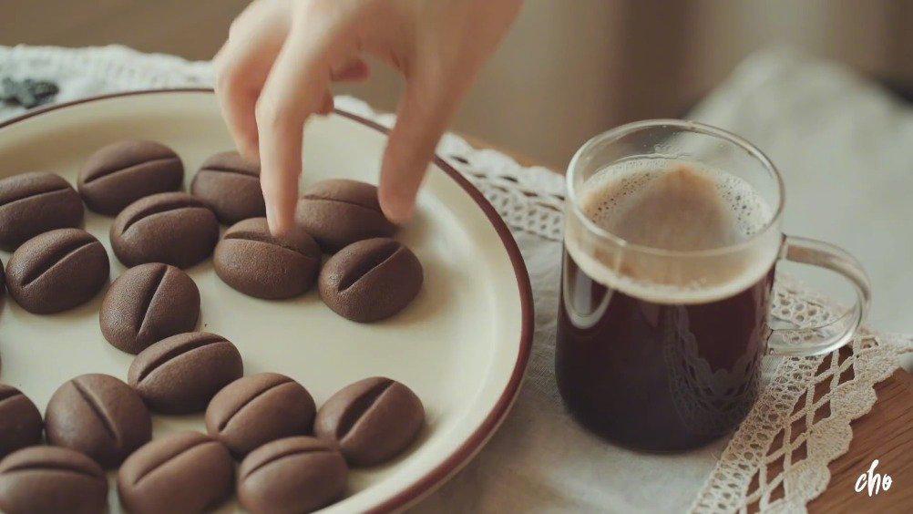 咖啡豆曲奇饼干,烤完后的一颗颗真的可可爱爱……