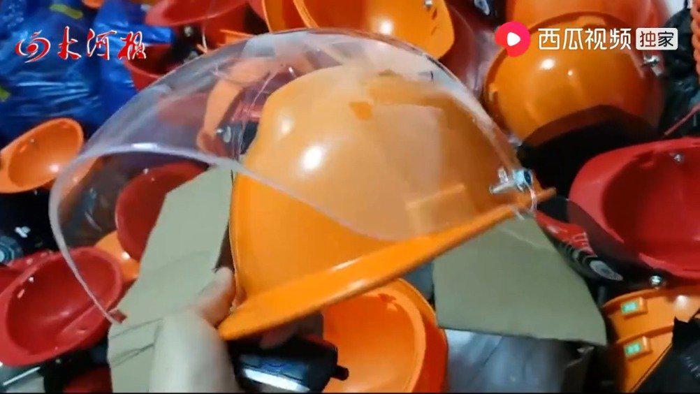 郑州老板7万元买次品头盔,螺丝直戳太阳穴,厂家拒退款