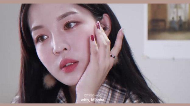 非常经典的韩式温柔感妆容,感觉韩国mm大多都会这样的妆……