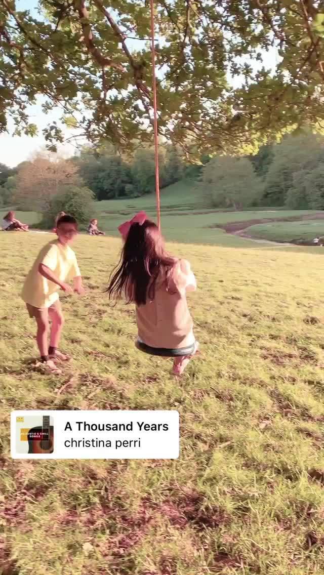 布拉沃晒出了自己家小公主荡秋千的视频……