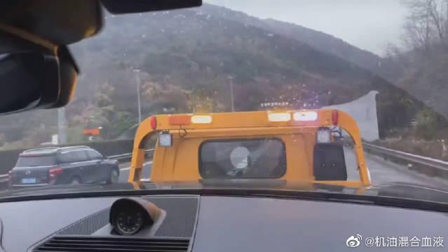 视频:保时捷帕纳梅拉炫耀无人驾驶技术……