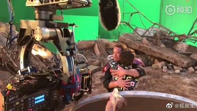 《复仇者联盟4》钢铁侠蜘蛛侠重逢拥抱花絮……