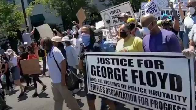 新泽西州纽瓦克(Newark)和肯顿(Camden)的警察和政府官员也加入了和平抗议活动……