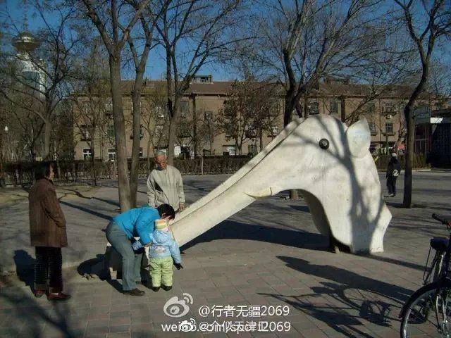 天津老照片,已经消失的大象滑梯,尖山八大里红光公园