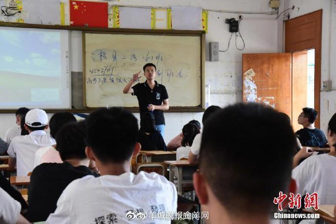 教育部:解决义务教育教师工资待遇问题引导教师安心从教