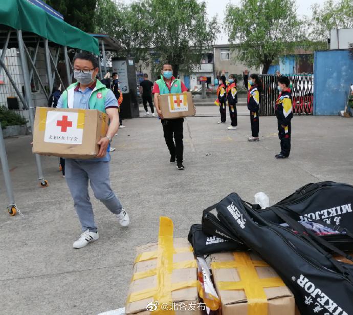 北仑举行六一公益活动 爱心人士慰问外来务工人员