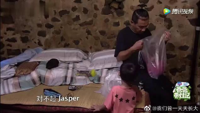 那些jasper看陈小春宛如智障的瞬间 那眼神太搞笑了!
