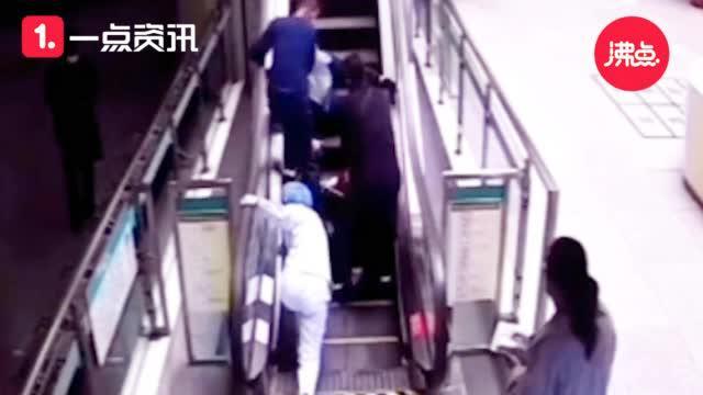 点赞!女护士以跪姿关停电梯 救下摔倒老人