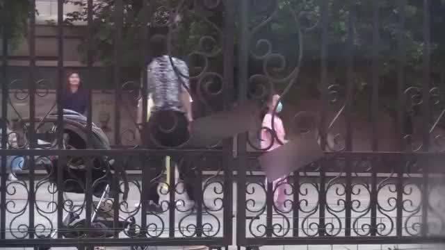 贾乃亮李小璐自离婚后首次同框,一家三口一起玩耍……