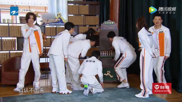 档案馆惊现迷你跑男团娃娃,蔡徐坤爆笑吐槽太丑了