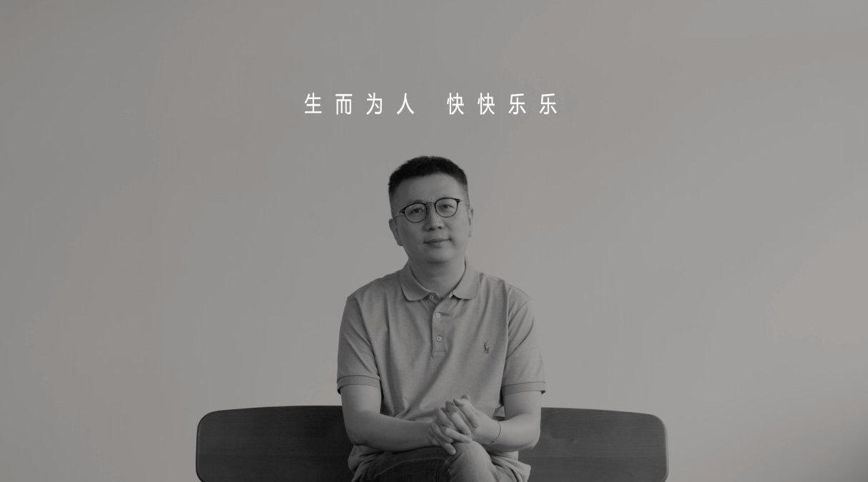 面对困难,栩栩华生传媒创始人、总编辑 @冯楚轩 总能保持乐观……