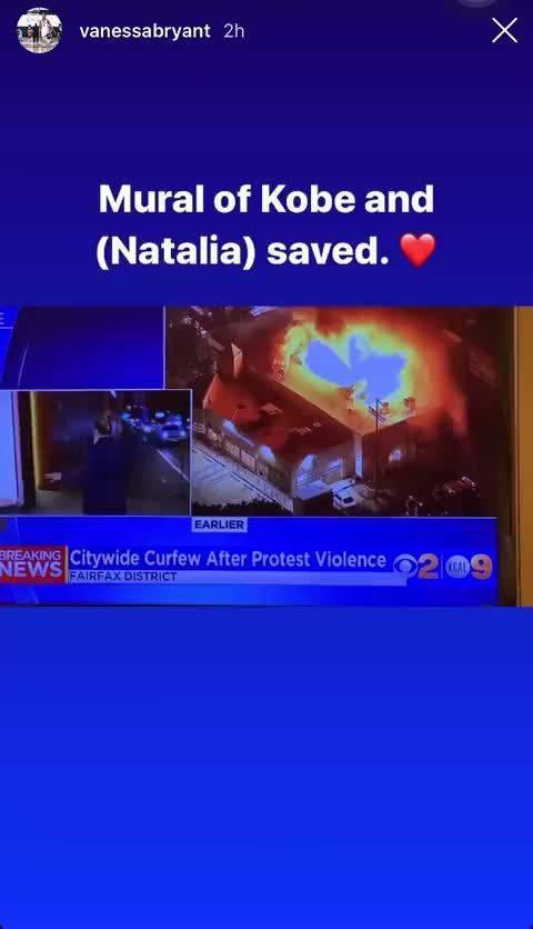 瓦妮莎更新ins表示洛杉矶的抗议示威者们在科比&Gigi的涂鸦墙旁钉上木板再喷漆示威口号……