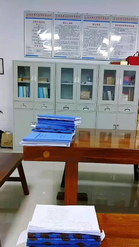 晚18:45-21:00在福建黄成昌律师事务所办公室会见了被告人……