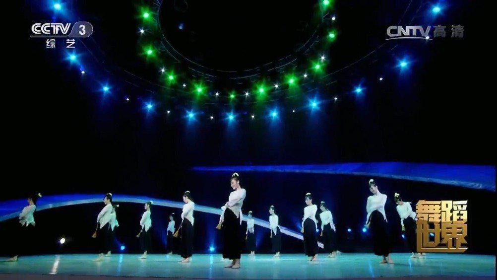 群舞《六月茉莉》 编导:曹端丹 表演: 中国民族民间舞系 2013级