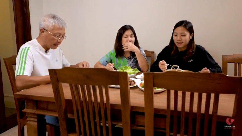 杨佳敏的一天 part4——享受和父母的晚餐时光