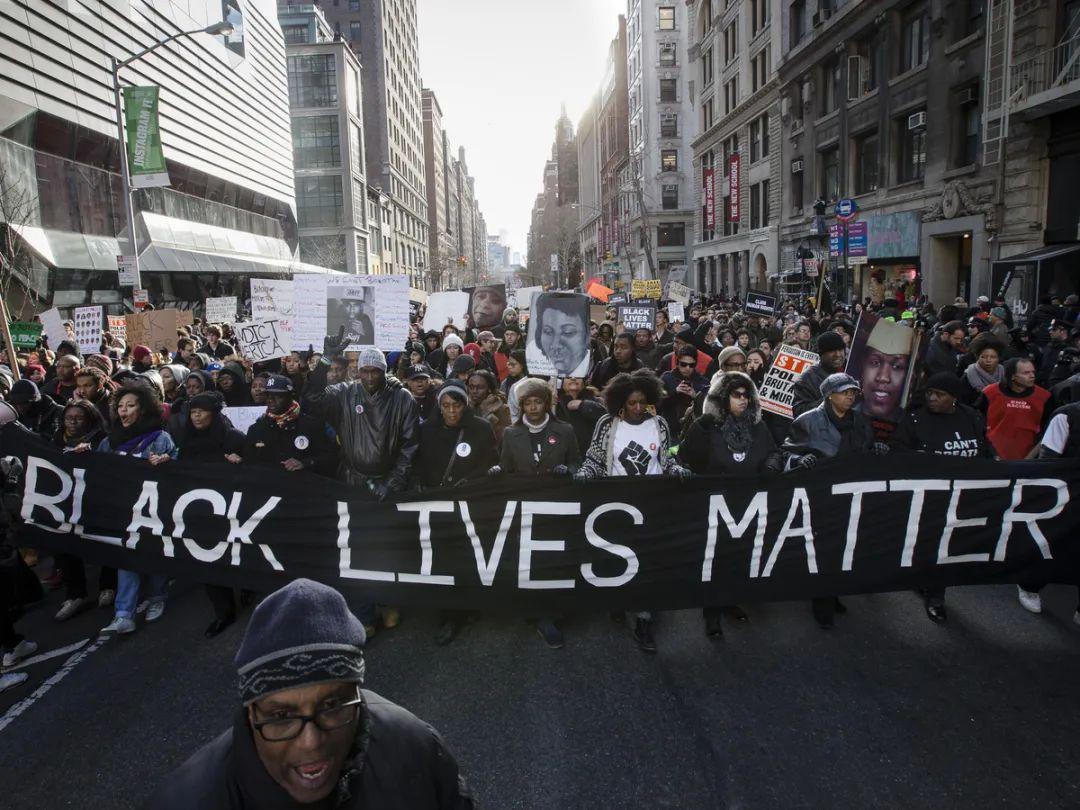 非裔抗议者告诉我,美国警察只会用暴力沟通
