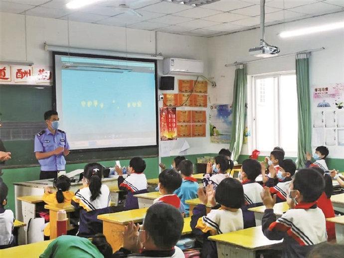 象山开展交通安全体验课 为孩子送上特殊的节日礼物
