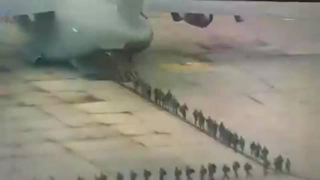 军机从西弗吉尼亚州马丁斯堡调拨的国民警卫队士兵