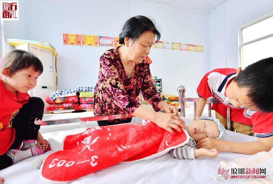 大爱:镜头记录李相花老人和孤儿们的幸福生活