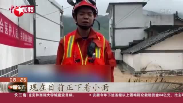贵州:暴雨致多地受灾  消防员湍流中开展营救