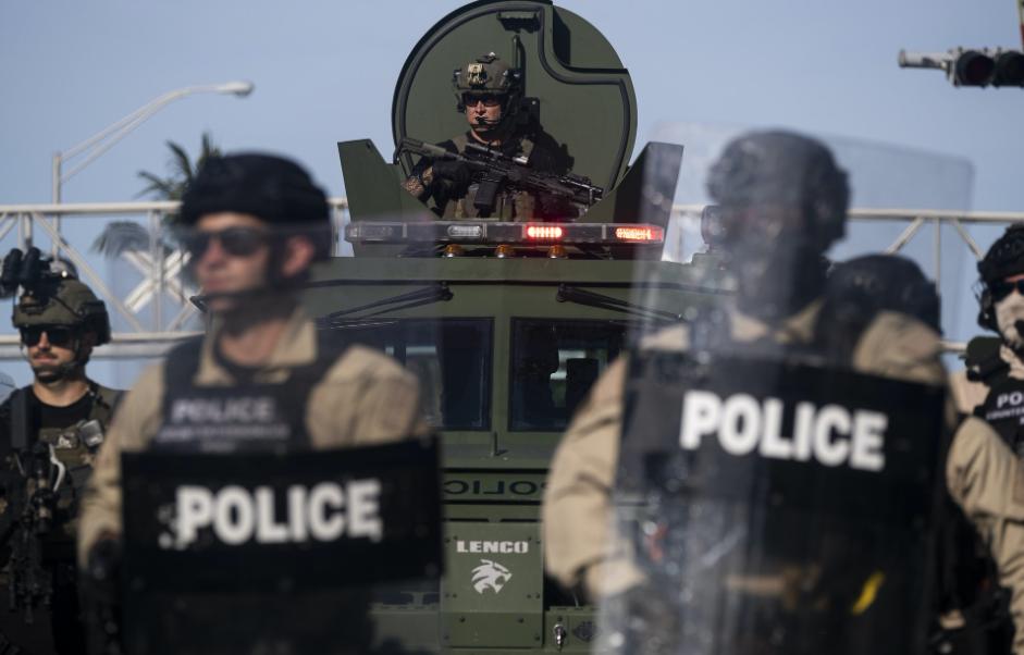 把警察当军人的制度不改,美国未来还会发生弗洛伊德案