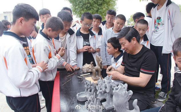 """6月5日 鹤庆县""""非遗校园""""运动进入草海"""