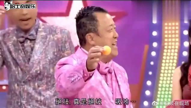 贾晓晨和男子啜乒乓球,玩输后还要赖猫,将奖门人惹怒