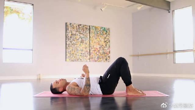 深度瑜伽练习,肌肉男也能这么柔韧,无运动伤害,每天可练!