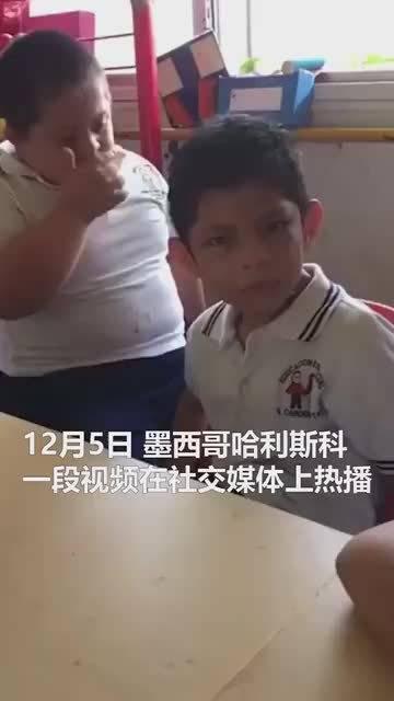 最暖拥抱 唐氏综合征男孩拥抱安慰自闭症朋友:不要哭了我来哄你
