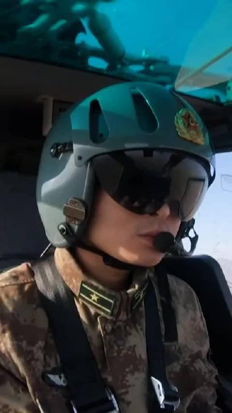 """""""203发现目标!射击!""""武装直升机利用航炮、导弹、火箭弹……"""