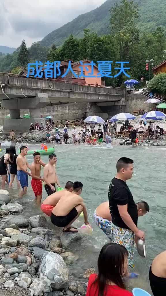 成都都江堰虹口漂流,感觉好刺激呀!天气太热了,好想去耍水……