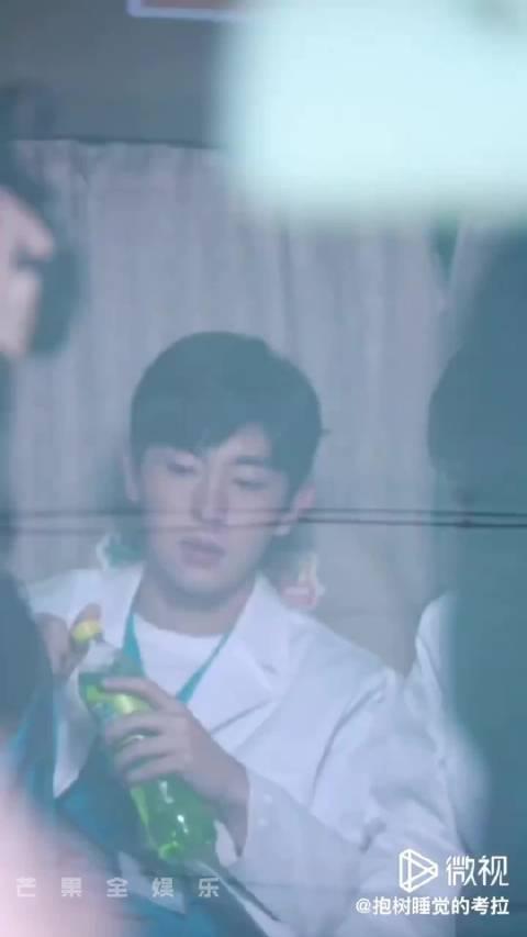 饭拍视频合集 穿白大褂的Doctor邓我可以!!! 我已被帅晕……