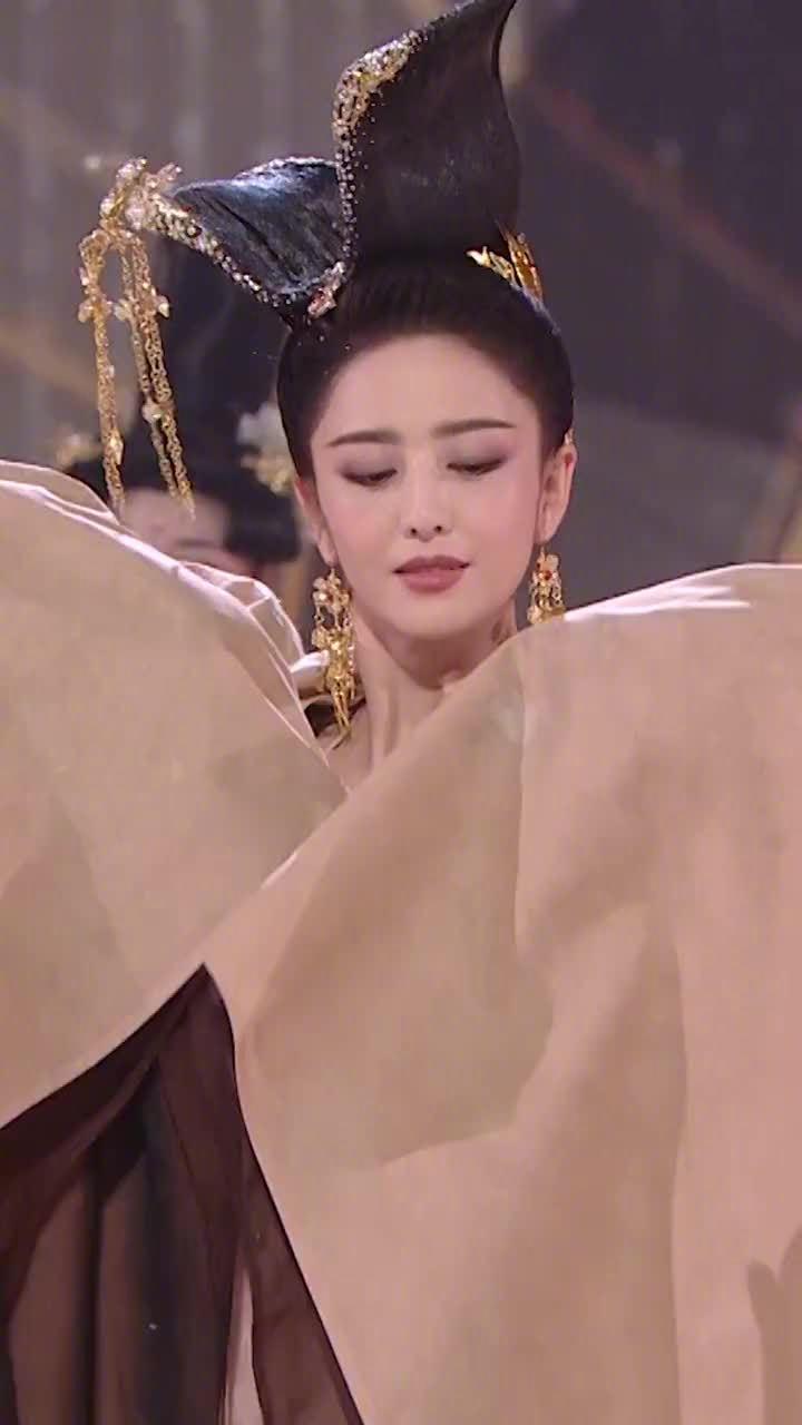 佟丽娅618晚会表演预告视频曝光,姐姐太美了吧! 顾盼生姿……
