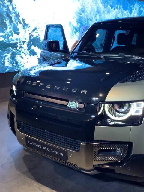 全新路虎卫士110车型中国首秀,预售79-99万!3.0T+48V轻混加持……