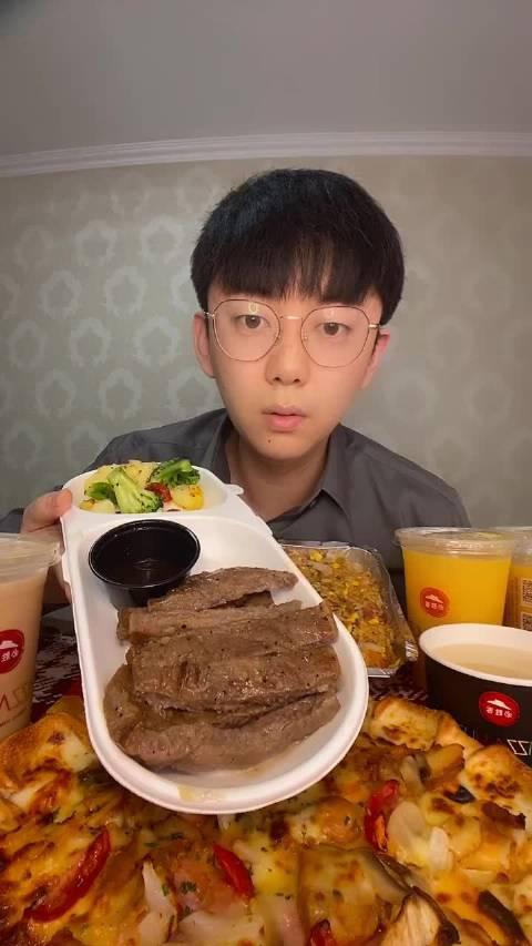 饥饿小哥: 黑胡椒牛排还有芝士小龙虾
