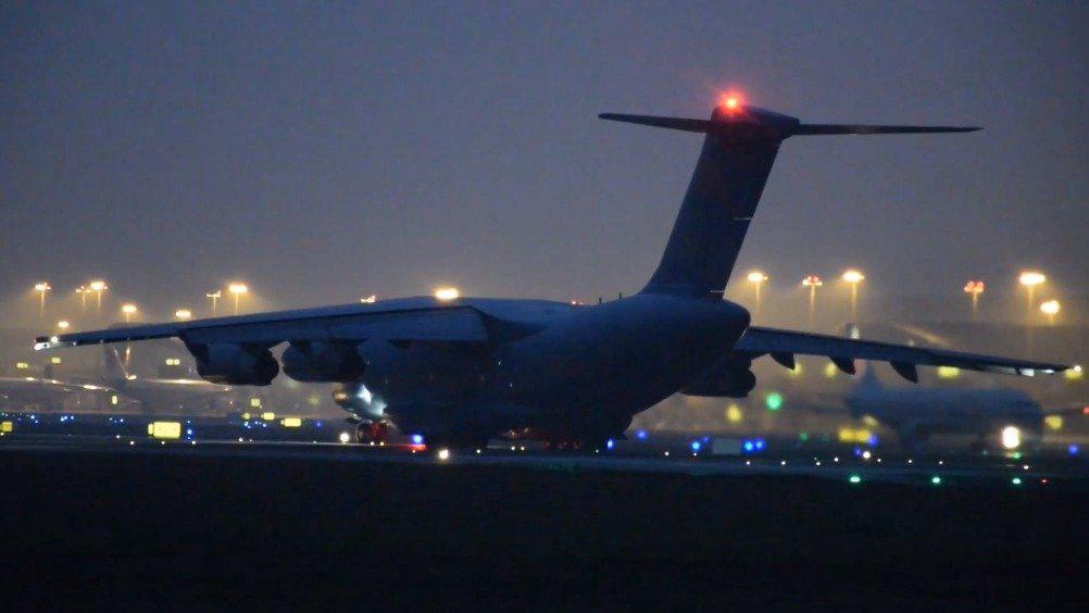 中国空军大型运输机运-20飞机,从成都双流国际机场起飞镜头!