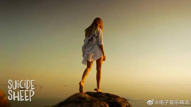 新西兰另类摇滚乐队The Naked and Famous的单曲《Sunseeker》又