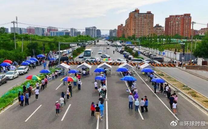 美联社在京记者自述:前往新发地市场附近拍照后被要求进行新冠病毒检测图片
