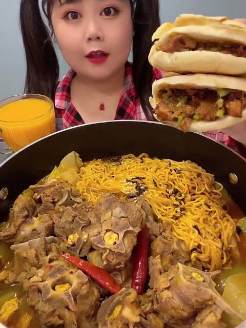 沙棘汁+羊蝎子火锅+火鸡面 脏脏包爱吃