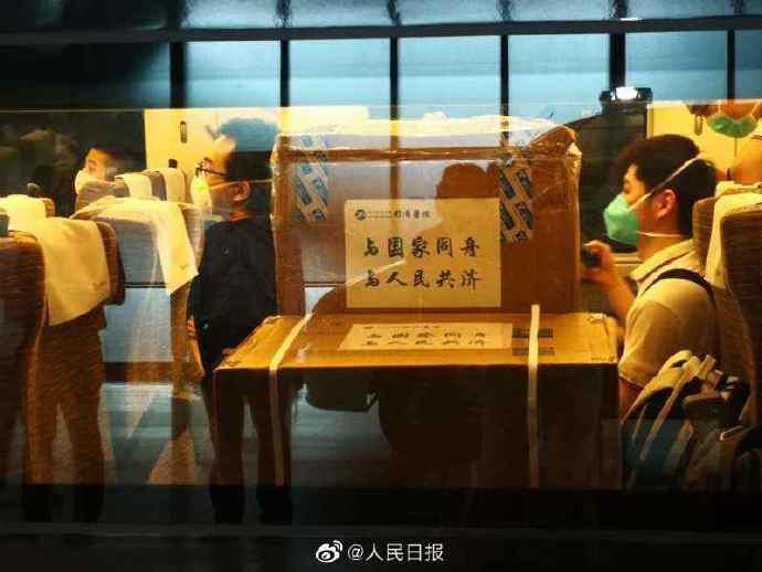 武汉派医疗队员驰援北京图片