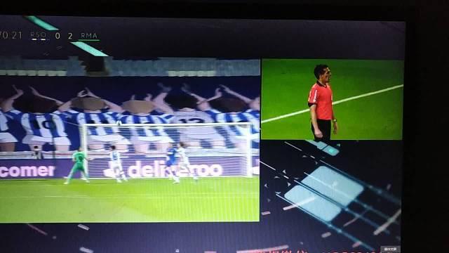 本泽马进球,视频裁判认定没有手球,进球有效2-0
