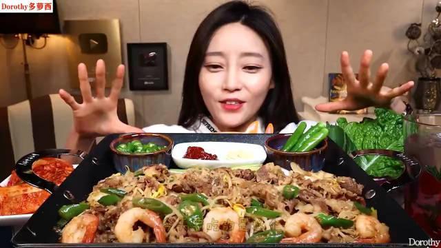 Dorothy多萝西:品尝豆芽烤肉虾,配上各种泡菜和苏子叶