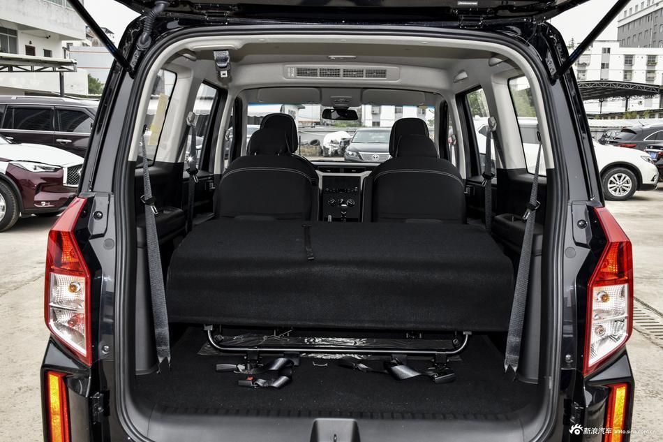 2019款五菱宏光PLUS 1.5T 手动舒适型7座