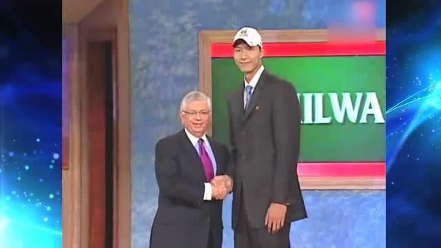 13年前的今天,易建联第六顺位被雄鹿选中